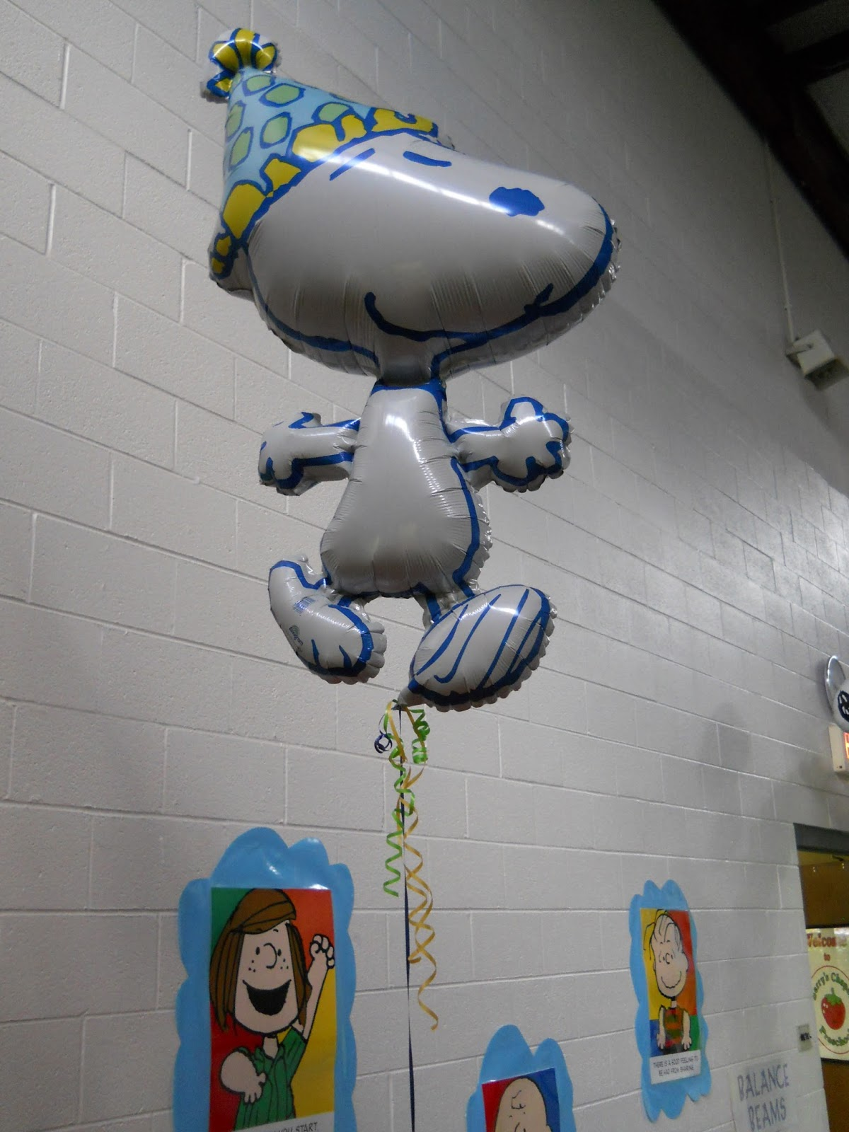 Snoopy Balloon Arch and Table Decorations