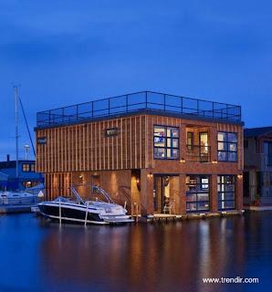 Casa flotante de diseño y estilo Contemporáneo