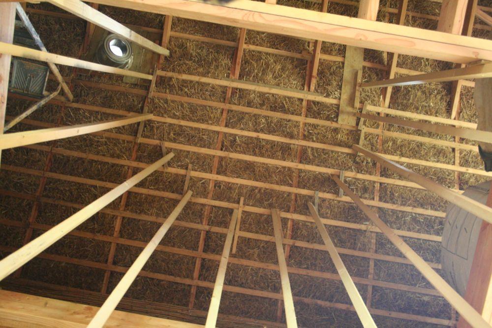 Gahard en paille une cage d 39 escalier une - Escalier colimacon petit diametre ...
