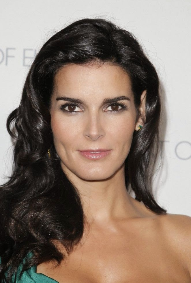 We are definitely full of praise for this one as Angie Harmon arrived by herself to the Art of Elysium Marina Abramovic's Heaven at Santa Monica on January 10, 2015.