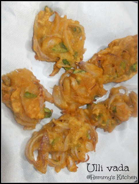 Ulli vada (maida ) / Onion fritters with maida