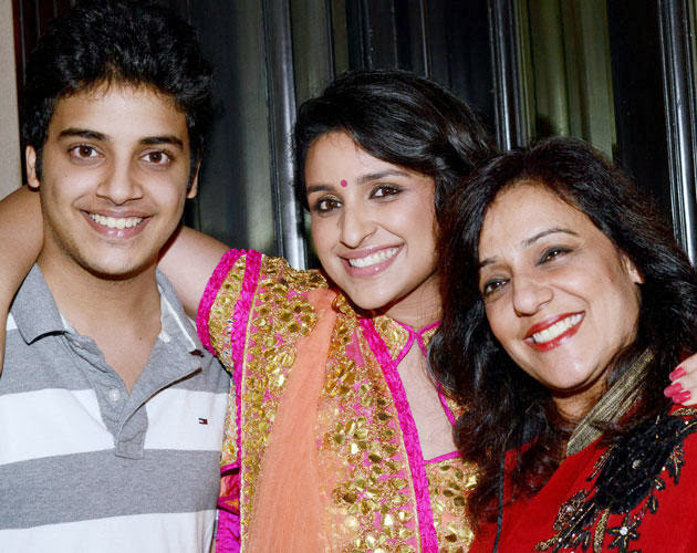 Latest Photos of Parineeti Chopra with her brother and Mother