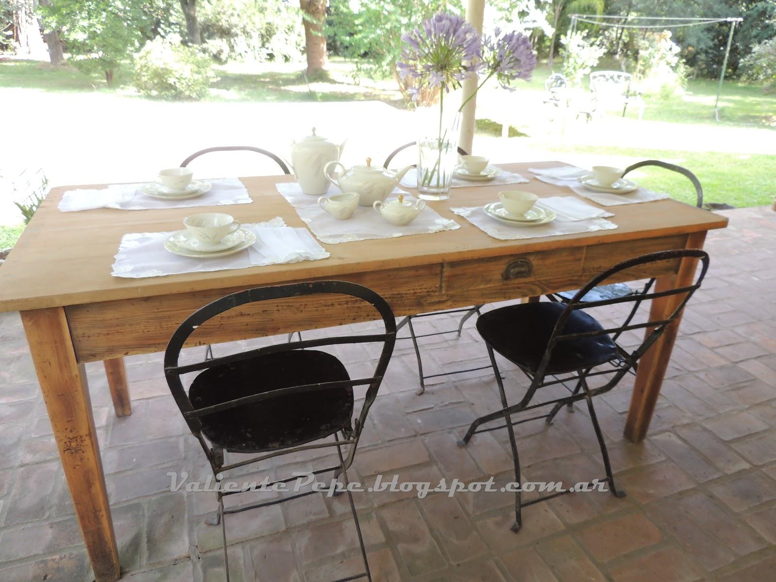 Antigua mesa de campo y sillas cerveceras - Mesa de campo ...