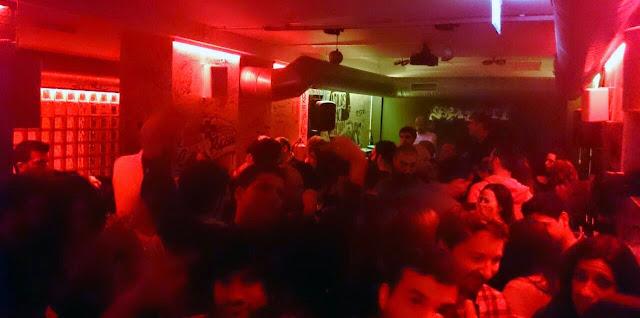 Espacio de baile al fondo del Graffiti music bar, calle Bailén