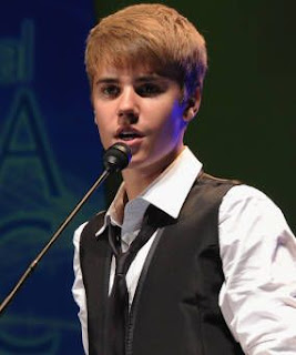 Pertunangan Justin Bieber Dengan Salena Gomez Tidak Benar