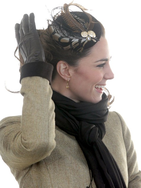 kate middleton skinny jeans. kate middleton fascinator