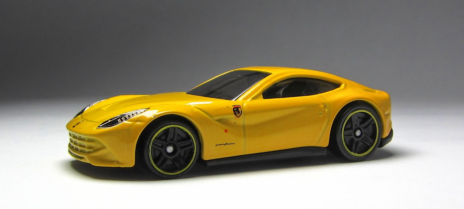 first look 2014 hot wheels ferrari f12 berlinetta in yellow - Ferrari 2014 Yellow