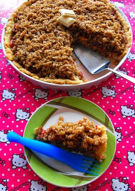 http://teczawsloiku.blogspot.com/2012/05/tarta-z-rabarbarem-i-biaa-czekolada.html