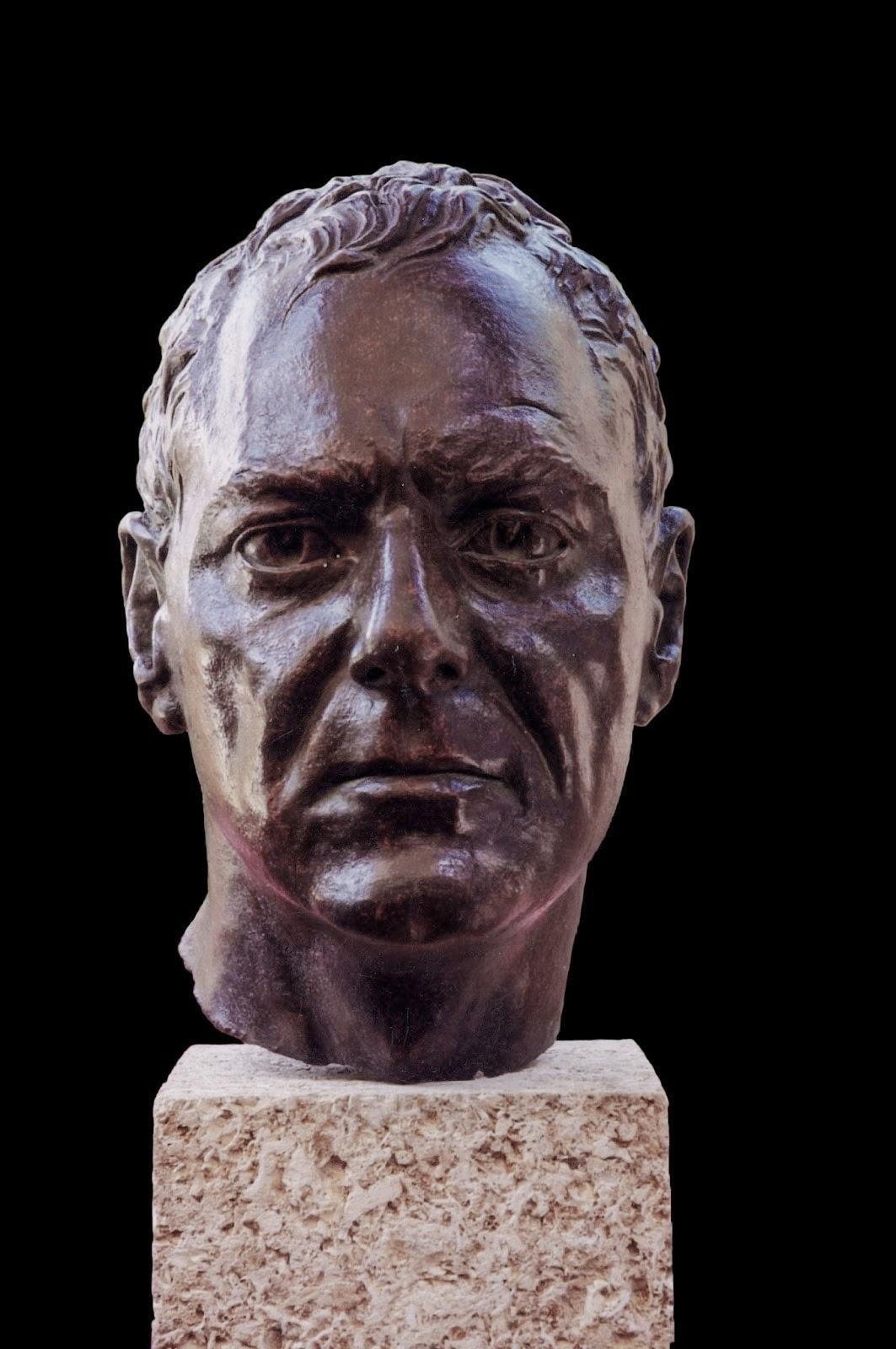 Retrato Modelo Arturo Serra escultura 1
