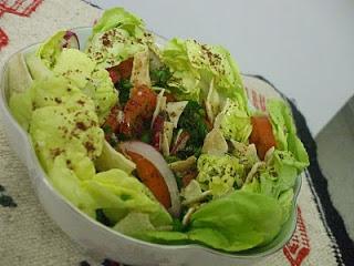 http://crimetcondiment.blogspot.com/2008/02/mon-menu-libanais-2-ma-salade-fattouche.html