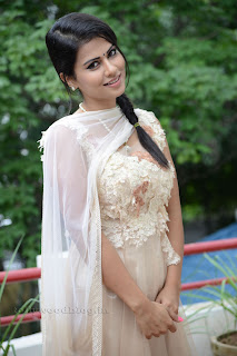 Sharmila Mandre pos at Kevvu keka SM 010.jpg