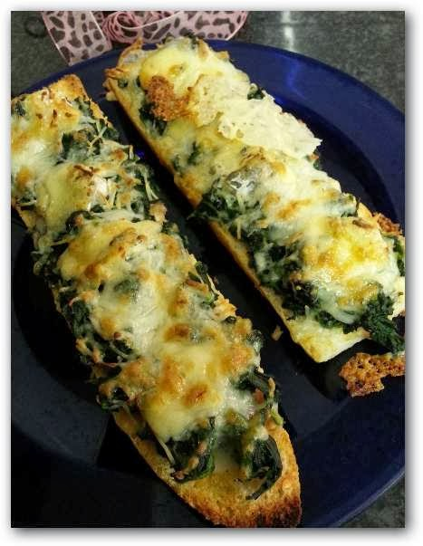 Cena r pida tostadas con espinaca y queso for Como hacer una cena rapida