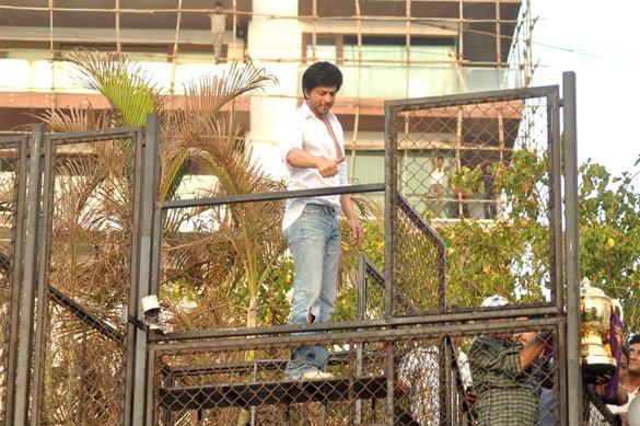 Filmee Club Shahrukh Khan 39 S Media Meet After Kkr 39 S Maiden