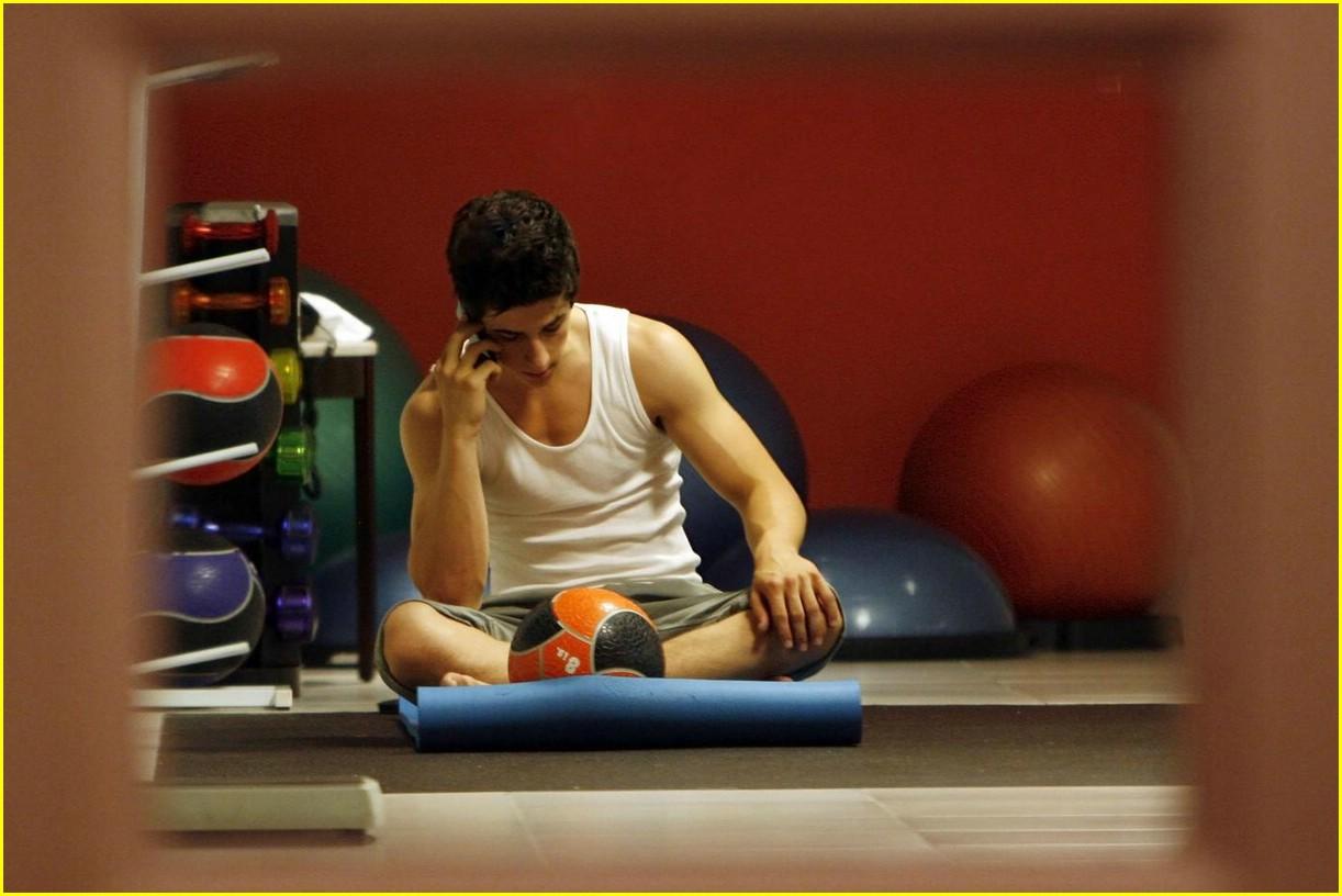 http://4.bp.blogspot.com/-iMJ0b7hqtfM/UCdh61v4AuI/AAAAAAAAF80/p5ay83ipZ3o/s1600/david-henrie-gym-workout-04.jpg