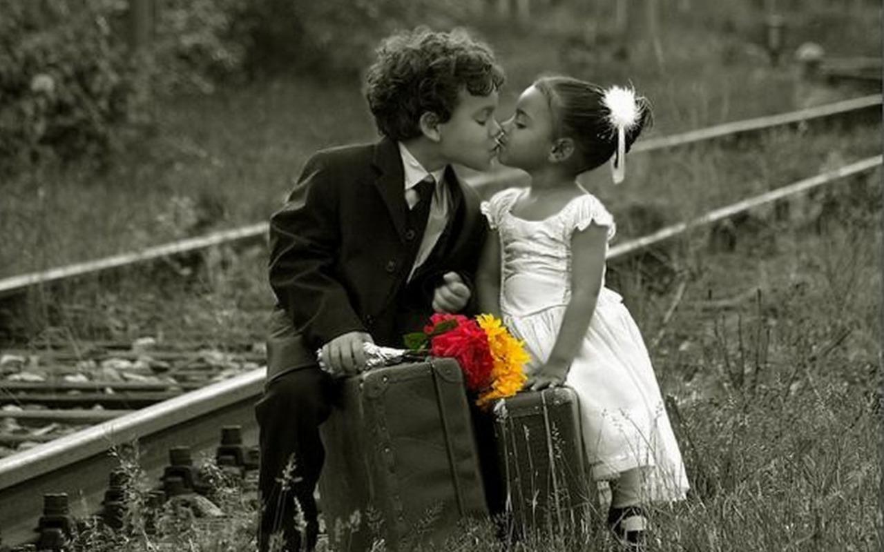 Poze cu Copii - Sarut inocent   Poze Super Misto