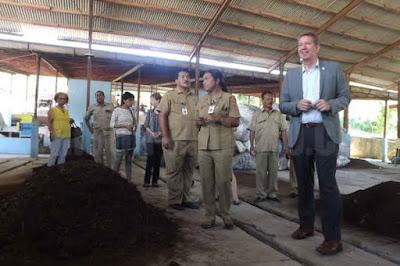 Pemerintah Vlissingen Belanda dan Pemerintah Kota Ambon, Maluku, menjajaki peluang kerja sama pertukaran siswa dan guru.