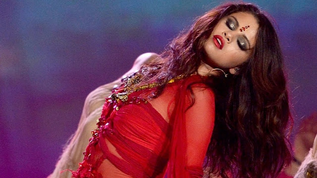 selena gomez mtv performance