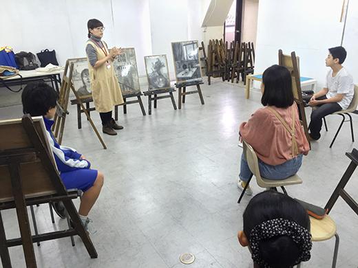 横浜美術学院の中学生向け教室 美術クラブ 言葉からイメージするデッサン『家』2
