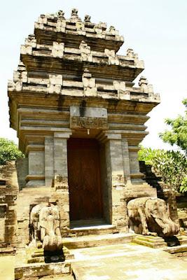 Building Structure at Pura Dasar Batuan Bali
