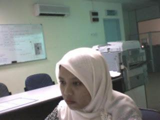 Malay women   Siti Anita bogel di pejabat melayu bogel.com