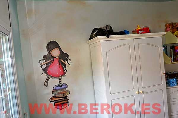 Decoración mural en habitación de niña