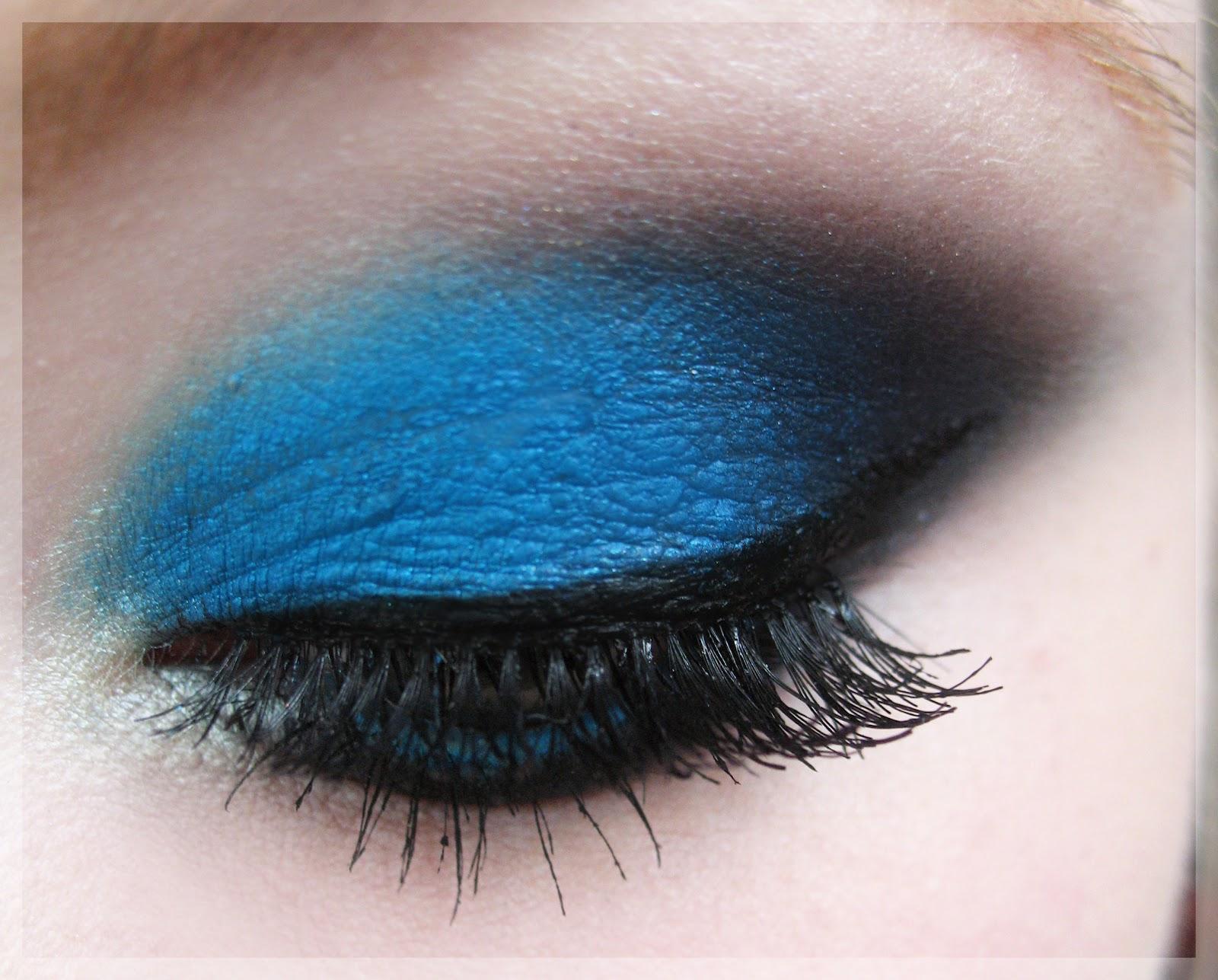 Justblushme amu 4 blue smokey eyes for Smokey eyes blau