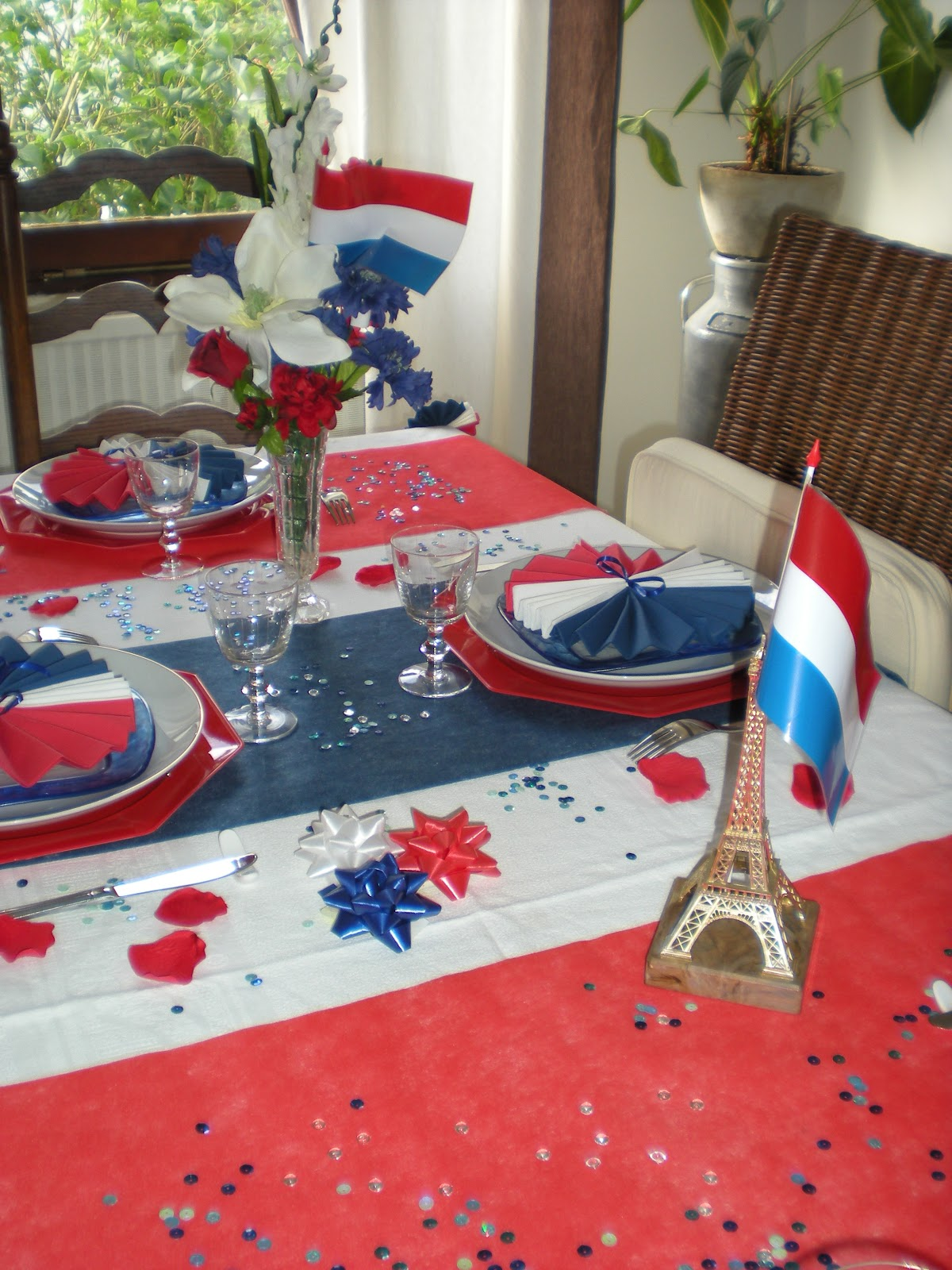 d co de table du 14 juillet d co de table th mes. Black Bedroom Furniture Sets. Home Design Ideas