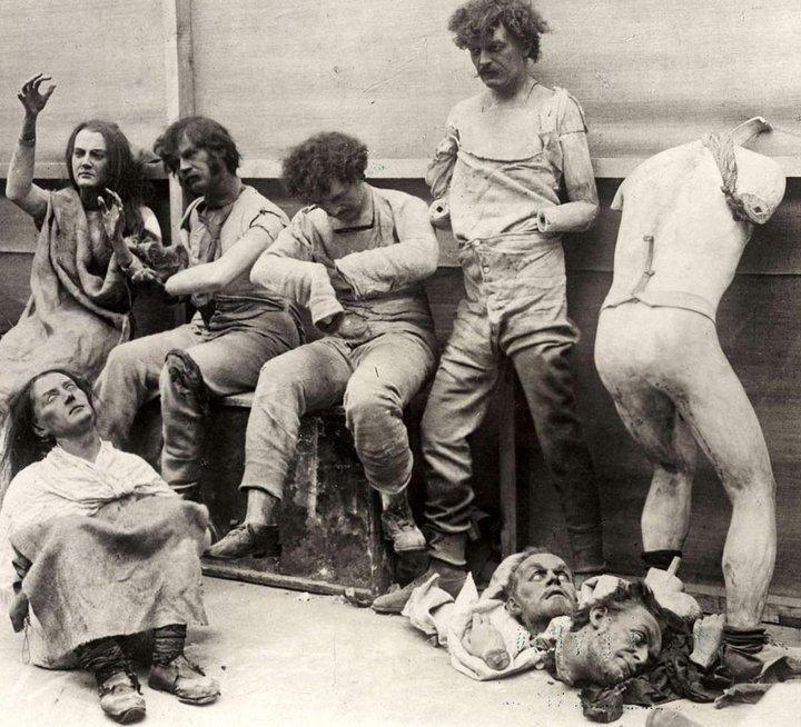 foto antigua de maniquies sin cabezas ni miembros