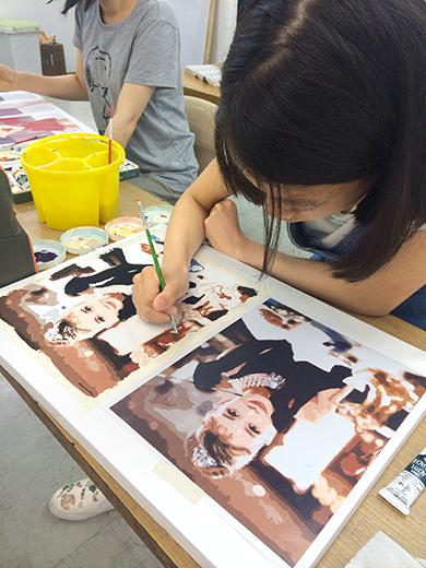 横浜美術学院の中学生教室 美術クラブ 写真から学ぶ!「アクリルガッシュで色面分割」7