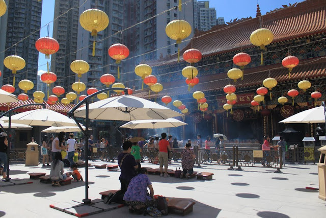 A close view of visitors worship with burning intense sticks and practicing kau cim at Wong Tai Sin Temple in Kowloon, Hong Kong