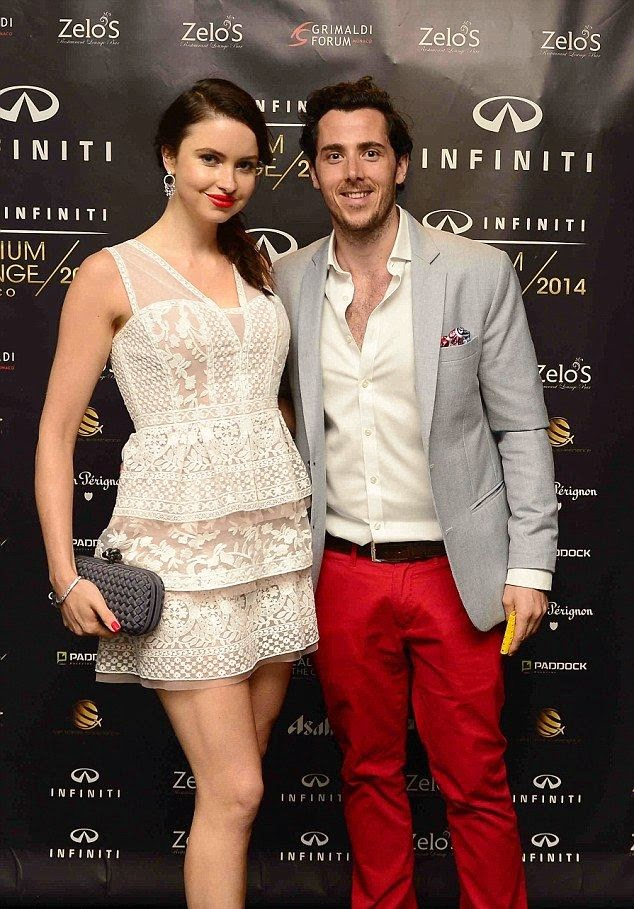 Well,‭ ‬from what we see here,‭ ‬the fashion blogger put her incredible body on display in a white soft mini dress alongside the boyfriend,‭ ‬Spencer as she attended the Infiniti Podium Lounge party in Monaco on the day before.