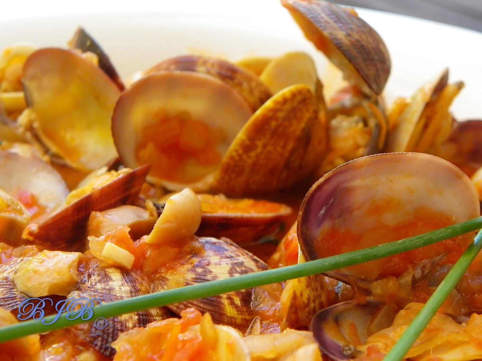 Comida afroantillana almejas en salsa marinera for Como preparar almejas en salsa