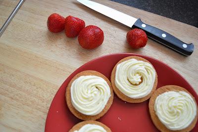 strawberry vanilla shortbread cookies