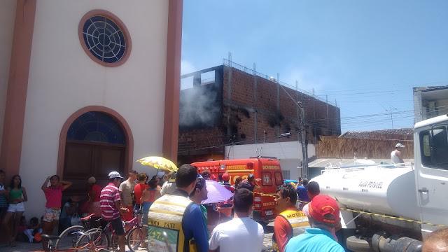 http://arcoverdeecia.blogspot.com.br/2015/09/incendio-de-grande-proporcao-atinge.html