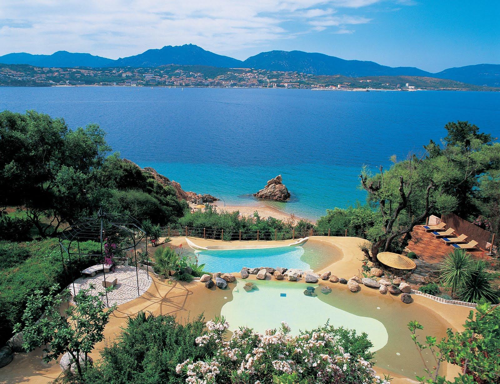 Blog des vacances en corse les plus belles piscines de for Piscine en corse