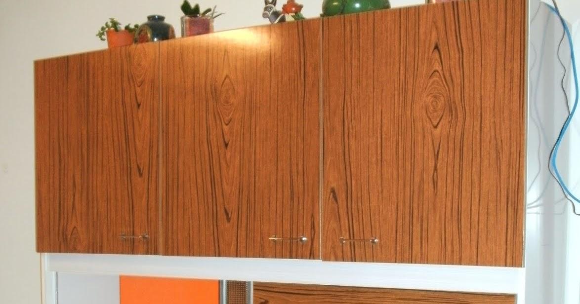 Relativ L'Atelier Déco du Capagut: Le meuble en formica de Xhochabel JC75