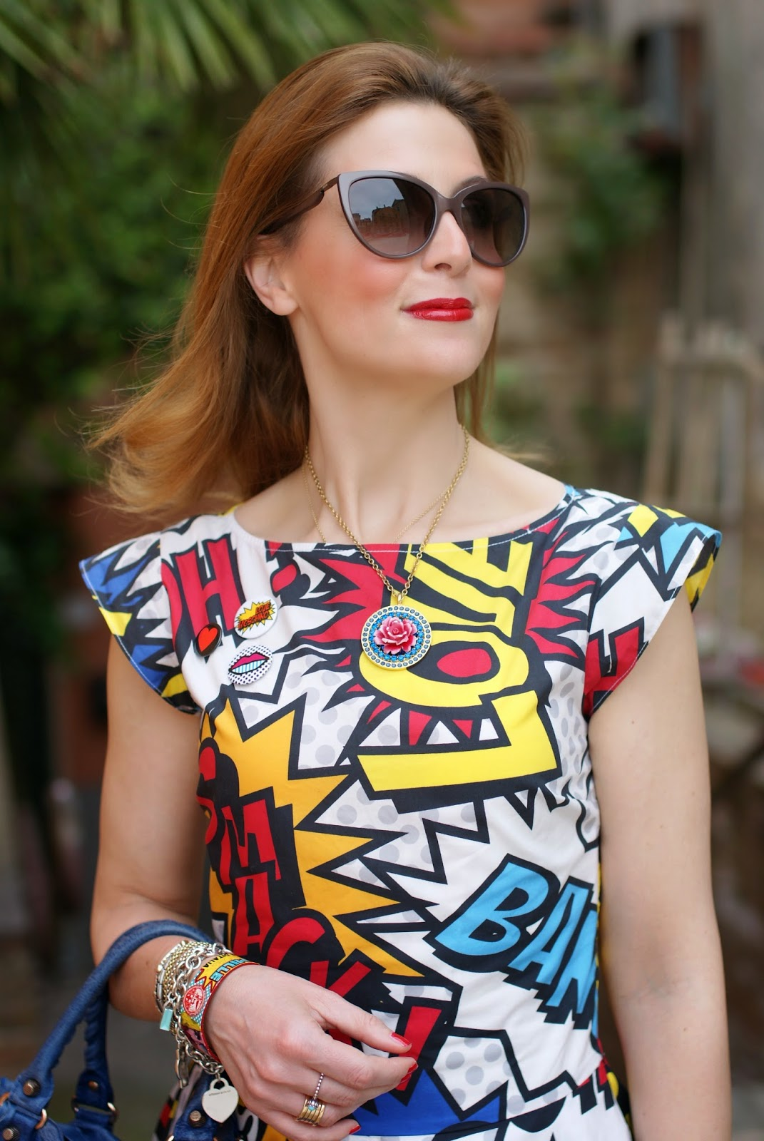 bloggers wearing moschino, Love Moschino comics dress, Tarina Tarantino flower necklace, Balenciaga city blue, Fashion and Cookies, fashion blogger