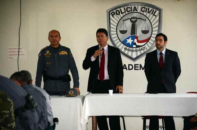 Portela (C), Alves (E) e Barros