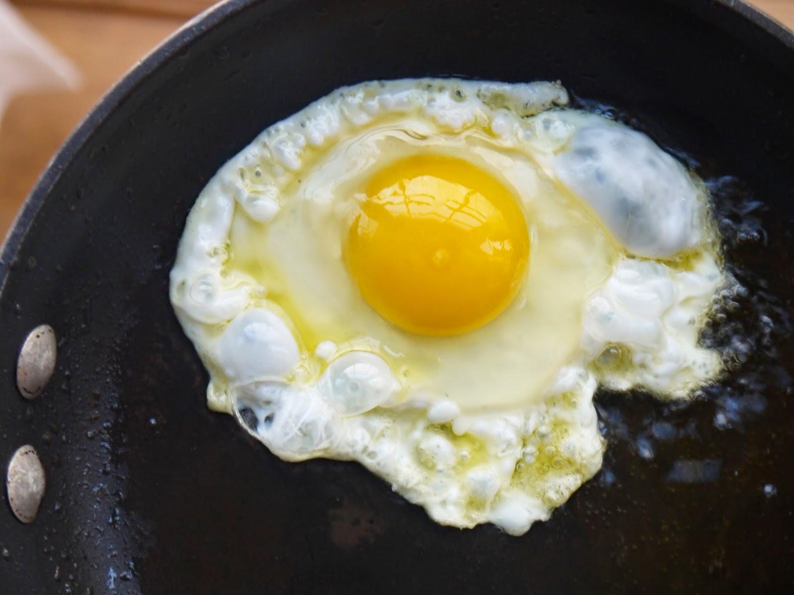 Bint Rhoda's Kitchen: How to Fry Eggs like an Arab: Crispy Fried ...