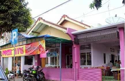 Rumah makan Pecel Ayu Banyuwangi.