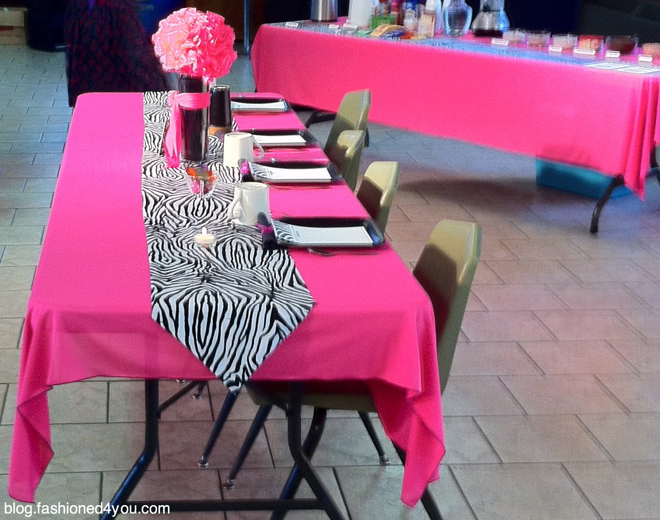 Merveilleux I Decided On A Bright Pink Gauze Like Fabric For The Tablecloths And A Zebra  Print Runner.