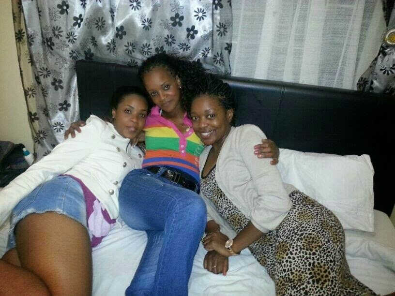 Myself, mom and my cuzzy wazzy Ando at my mom's last night. Fun ...