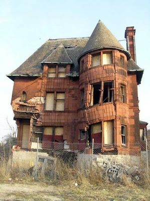 Un pavillon pourri de malfaçons, la pire maison jamais construite, merci le sinistre!