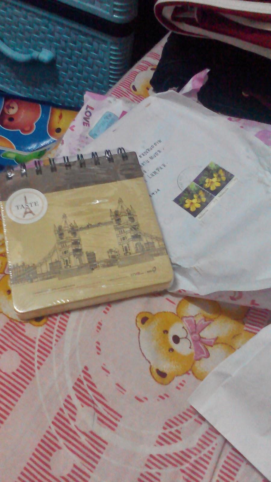 terima hadiah giveaway dari blogger I E Z W A R A Z K