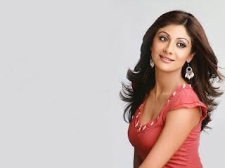 Shilpa Shetty wet Cleavages Photos
