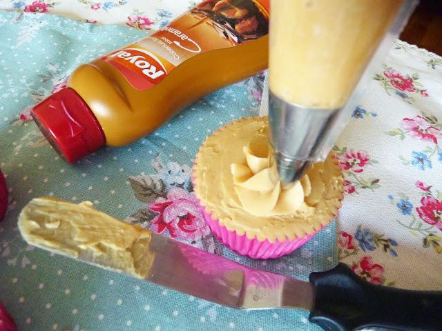 Cupcakes de capuccino y nueces con crema de caramelo