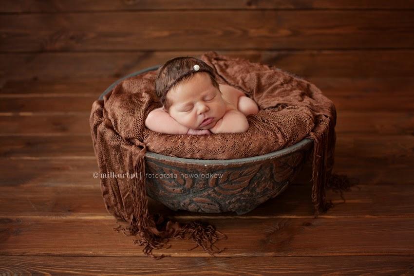 fotografia niemowlaków, sesje zdjęciowe niemowląt, sesja fotograficzna noworodka, artystyczne zdjęcia dzieci, fotograf noworodków w poznaniu