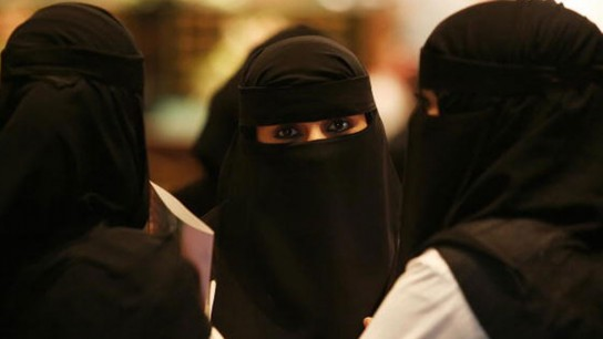 A Saudi Woman Tells What is the Difference Between Abayah and ...