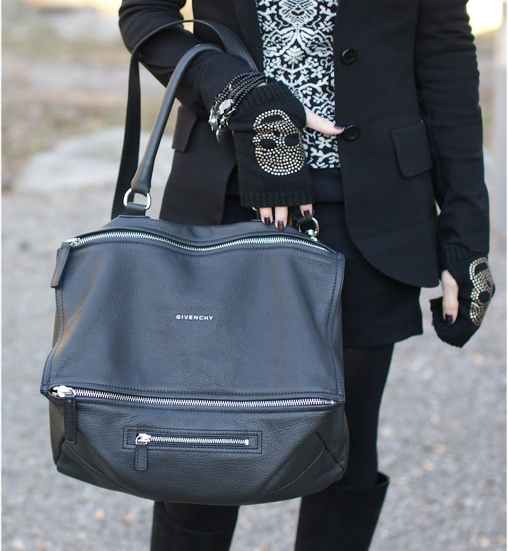 Givenchy Pandora bag, Diorific Diva nail polish, fingerless Brandy Melville skull gloves