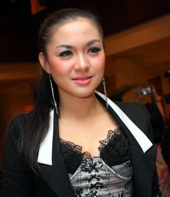 Fakta Vicky Shu Harus Anda Ketahui [Artis Indonesia Hot]